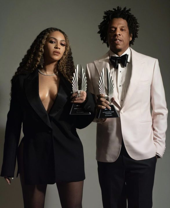 58F66AA3 69AF 46CB 9FAC 6116F7B8CBC5 1 - [Photos]: Jay Z and Beyonce pose with their GLAAD Award plaques