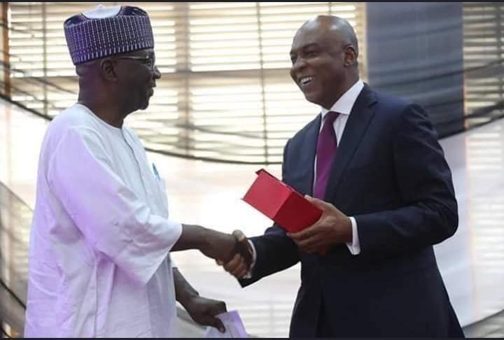 9088708 screenshot20190330213142 jpegc292791862d44434e5606f4ffc3ce8c2 1 - Saraki presents award to Kwara APC Governor-Elect [Pictures]