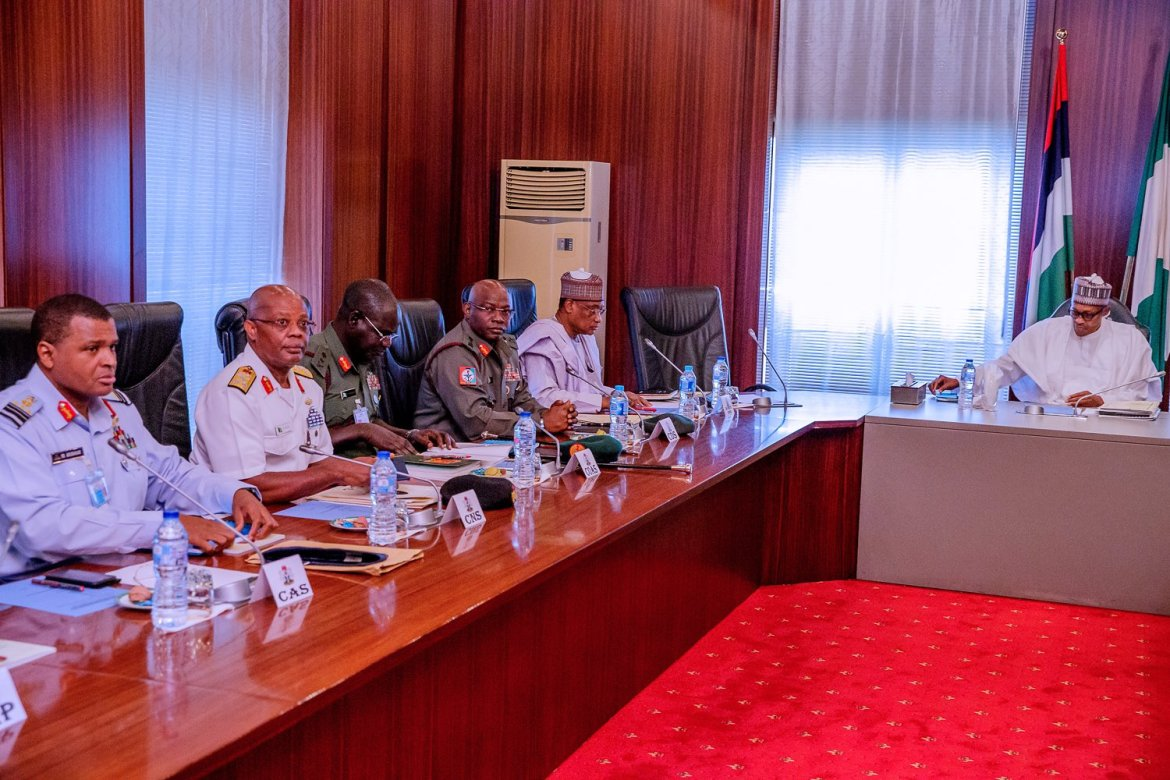 D2BAaYIX4AU6sNu - Just In: President Buhari meets service chiefs over security threats