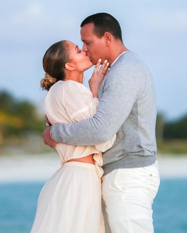 jlo 20190313 0004 - PHOTOS: Adorable Pictures Of Jennifer Lopez and Alex Rodriguez Beach Engagement