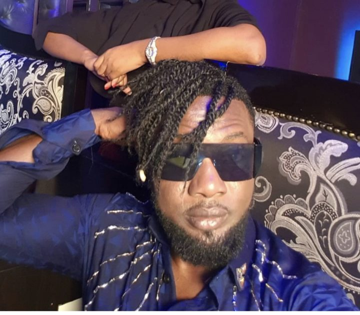 45B0E050 8B9D 4978 99A1 0531371A99B8 - [Photo]: Between AY comedian and a follower who had issues with his hairstyle
