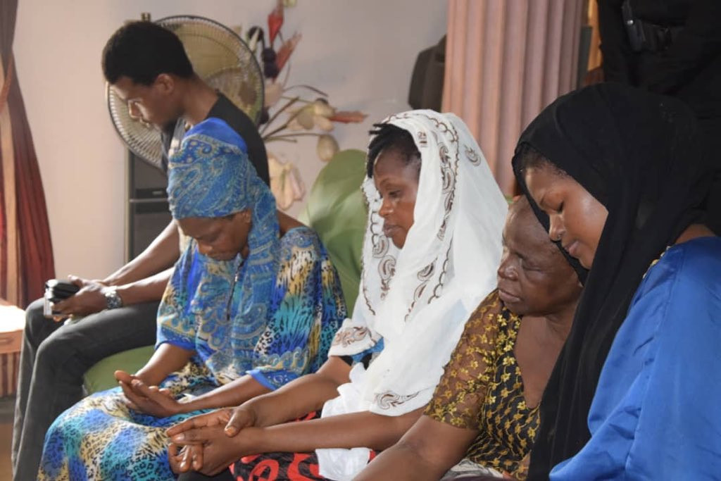 5ca34ef12e7ff - [Photos]: Lagos state police commissioner pays condolence visit to Kolade Johnson's family
