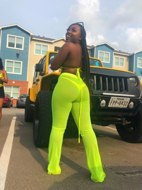 5cad9ffb4b444 - [Photos]: With my kind of body, my boo can not cheat on me – Young lady clams