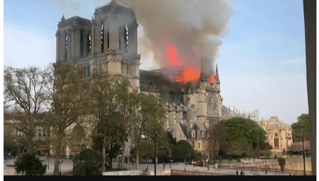 z 2 - [Photos]: Notre Dame: Major fire ravages Paris cathedral