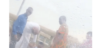 [Video/photos]: Suicidal man rescued before he could jump into the lagoon