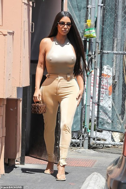 [Photo]: Kim Kardashian flaunts nipples in nude