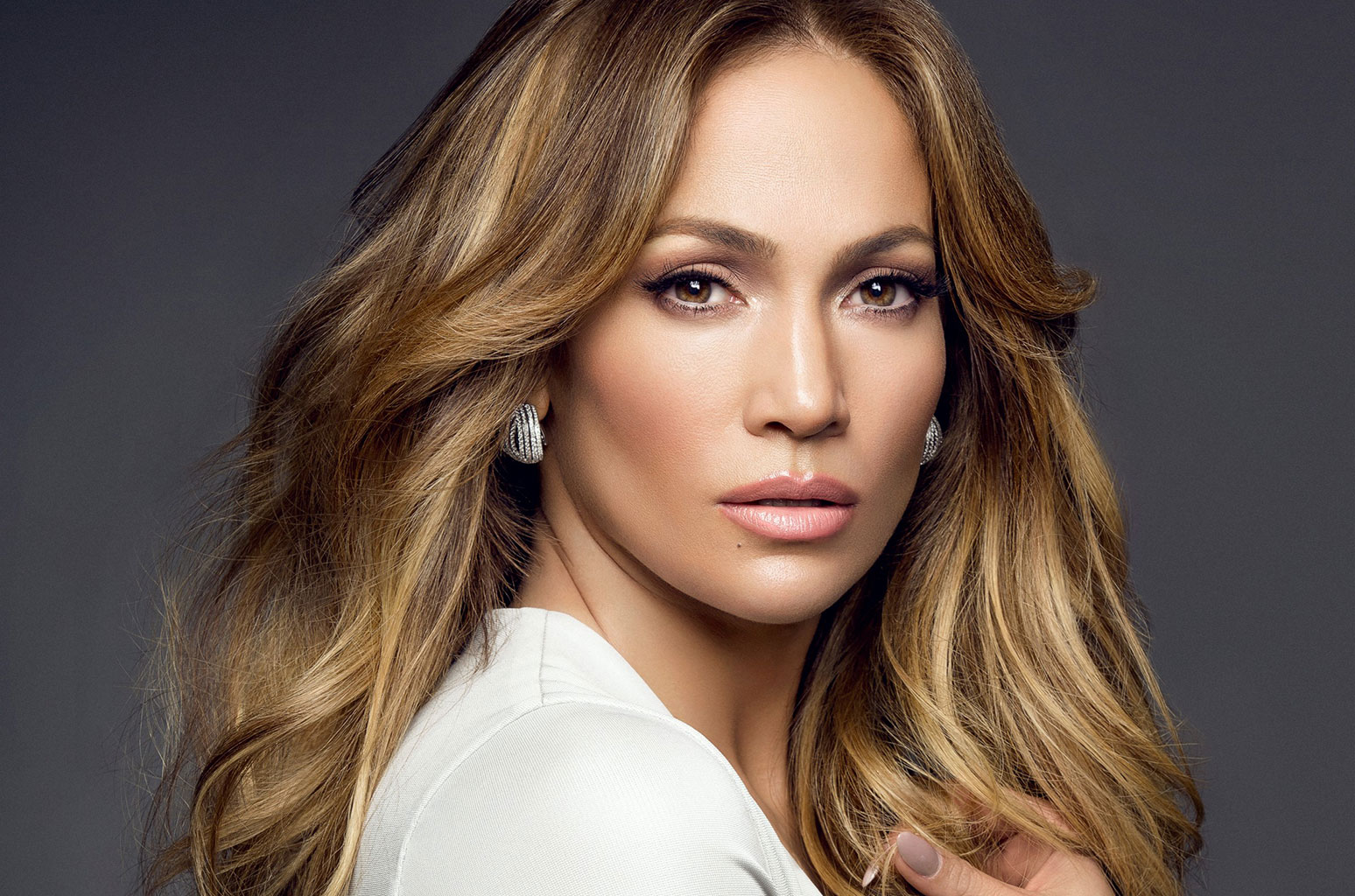 Nigerian Lady Calls Out Jennifer Lopez For Using iPhone X (Picture)
