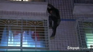 Spider-Man-burglar-clung-to-building-for-an-hour