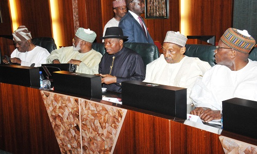 PIC.10. FROM LEFT: FOMER HEAD OF THE INTERIM NATIONAL GOVERNMENT, CHIEF ERNERST SHIONEKAN; FORMER HEAD OF STATE, GEN. ABDULSALAMI ABUBARKAR; FORMER PRESIDENT GOODLUCK JONATHAN; FORMER CHIEF JUSTICES OF NIGERIA, JUSTICE LAWAL UWAIS AND JUSTICE ALPHA BELGORE, DURING THE COUNCIL OF STATE MEETING AT THE PRESIDENTIAL VILLA IN ABUJA ON WEDNESDAY (7/9/16).
