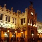 Las rutas nocturnas por la Valencia modernista de CaminArt