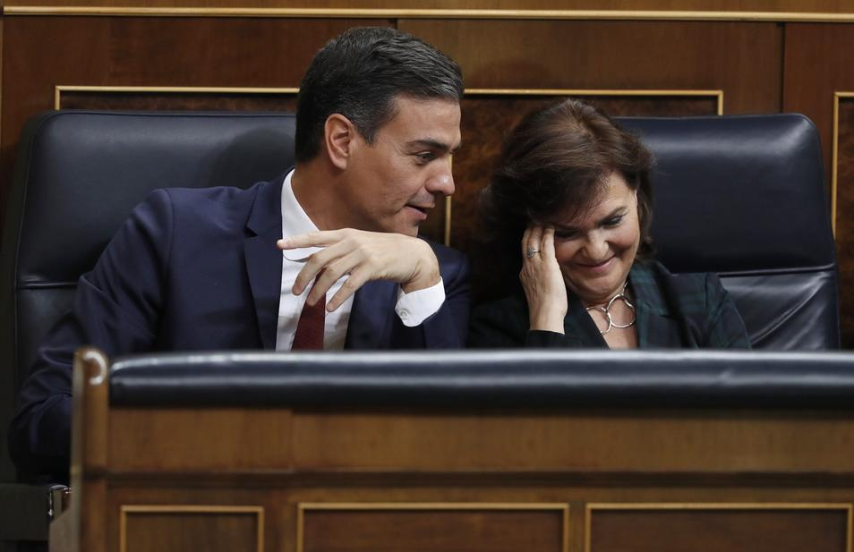 Pedro Sánchez y Carmen Calvo se divierten en el Parlamento/archivo twitter