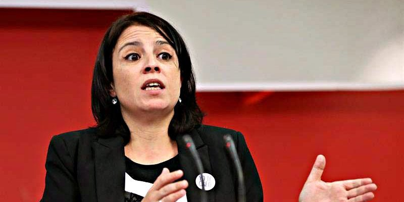 Aunque Adriana Lastra cursó estudios de Antropología Social, no llegó a terminar la carrera porque se volcó de pleno en la política./Img. PD