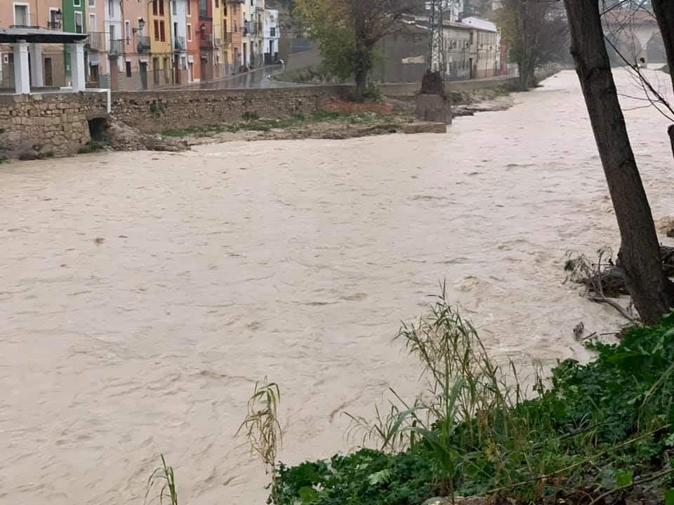 El río Clarino volvió a niveles preocupantes en Ontinyent/Img. L.Albert