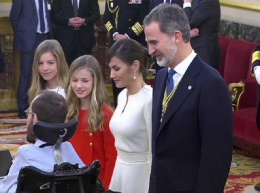 El tal Echenique ignorando a la Familia Real/img. tv-informaValencia.com