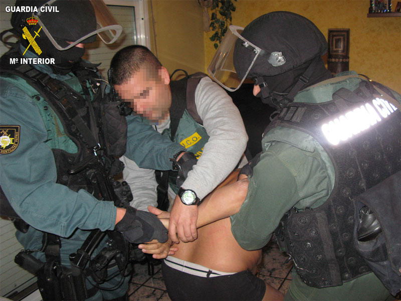 Agentes de la Guardia Civil, CNP y Ag. Tributaria desmantelas un grupo criminal internacional/Img Op. Monster-Azor Guardia Civil