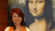 La investigadora Dolores García junto al cuadro de La Gioconda/informaValencia.com