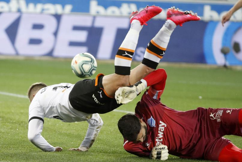 El clarísimo penalti de Pacheco sobre Cheryshev que Gil Manzano no quiso señalar./twitter tc55