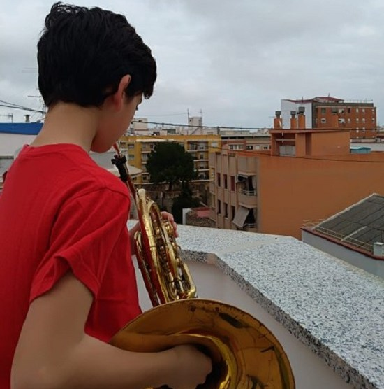 Músicos desee los balcones/Img twitter FSMCV
