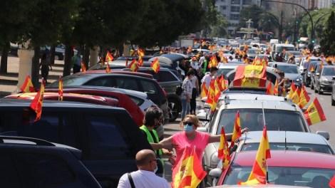 Alrededor de cinco mil coches y unas 20.000 personas han protestado hoy contra el Gobierno de Sánchez/informaValencia.com