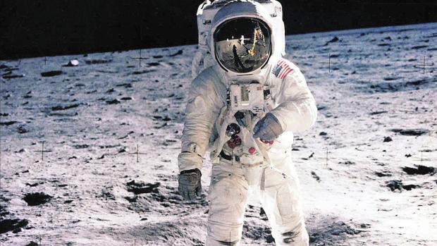 Imágenes tratadas con IA del hombre en la Luna/NASA