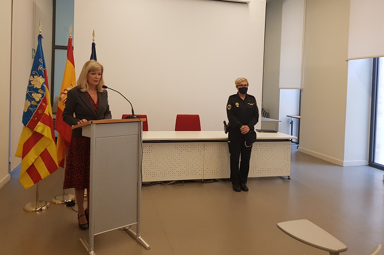 La consellera Bravo y Marisol Conde durante la rueda de prensa. informaValencia.com