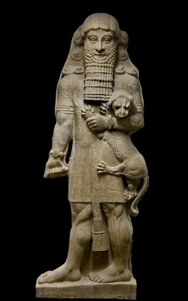 Estatua de Gilgamesh del palacio de Sargón II. Museo del Louvre.