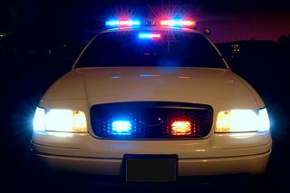 320px-Police_car_with_emergency_lights_on_1511878760281.jpg