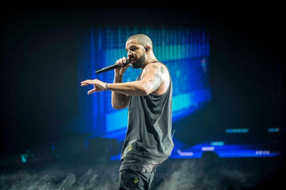 drake-perform-file-gty-jef-180531_hpEmbed_3x2_992_1533307094663.jpg
