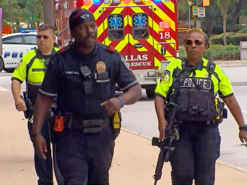 Gunman opens fire outside Dallas federal courthouse, police say