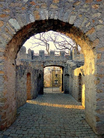 Alsbacher Schloss, Eingangstorvon Ingrid Miethe