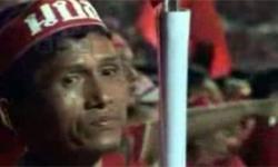 Vidéo : un stade plein à craquer pour le discours de Thaksin