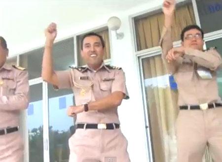 Les marins thaïlandais se mettent au Gangnam Style