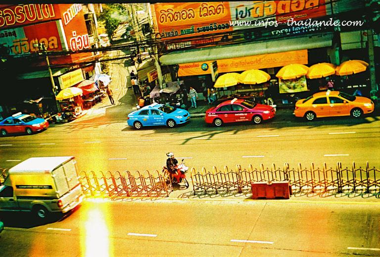 Une avenue aux abords de Central Ladprao