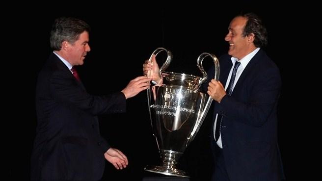 Les trophées de la Champions League remis à Londres