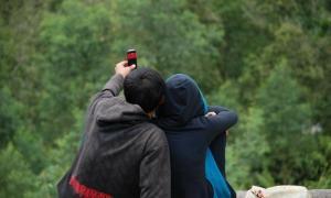 Sebanyak empat pasangan ilegal yang tidak memiliki surat nikah diamankan oleh Tim Penertiban Gabungan Pemerintah Kabupaten Agam di penginapan kawasan Danau Maninjau pada malam perayaan tahun baru.