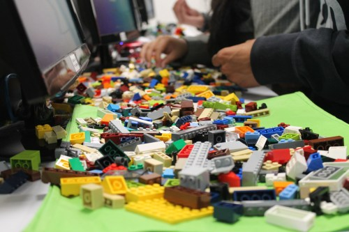 Lego en el aula para prototipar soluciones a exámenes.