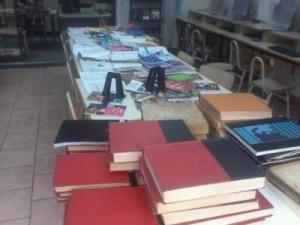 mesa con libros