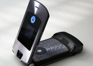 Motorola V3 - Relembre 12 eletrônicos que marcaram época e eram símbolos de ostentação na década passada.
