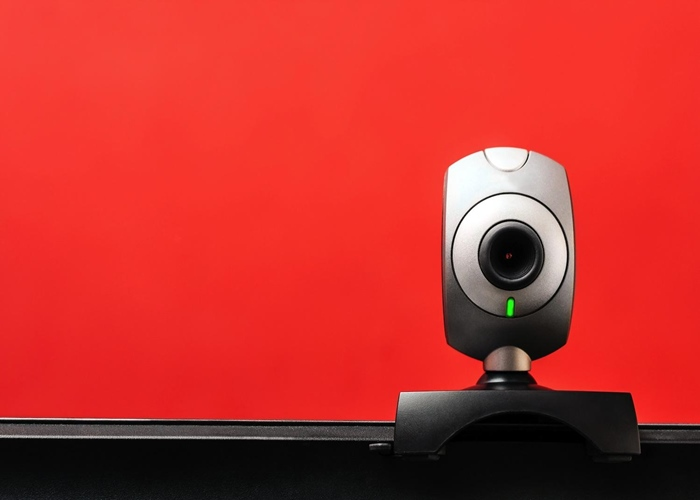 Webcam espiona - Você pode estar sendo espionado por sua própria webcam.