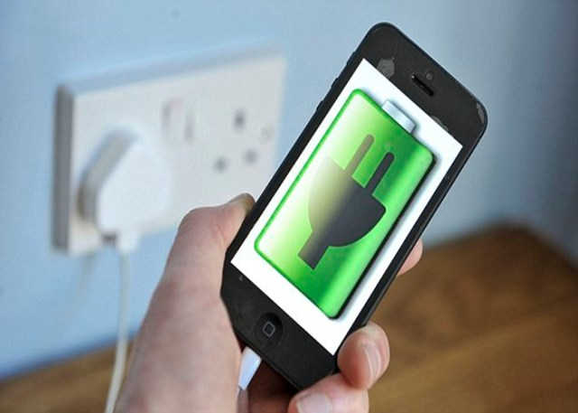 Celular Carregando a bateria