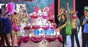 Наталья Могилевская выехала на сцену верхом на торте