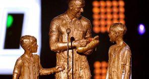 Дэвида Бекхэма с сыновьями публично облили краской