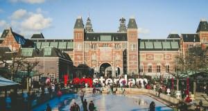 Власти Амстердама решили выкупить долги молодежи