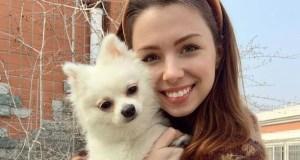 Модель с собачкой из Китая, которой звонил Зеленский вернулась домой