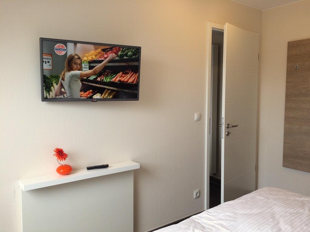 TV Schlafzimmer | Strandhaus & Dünenhaus Aurell