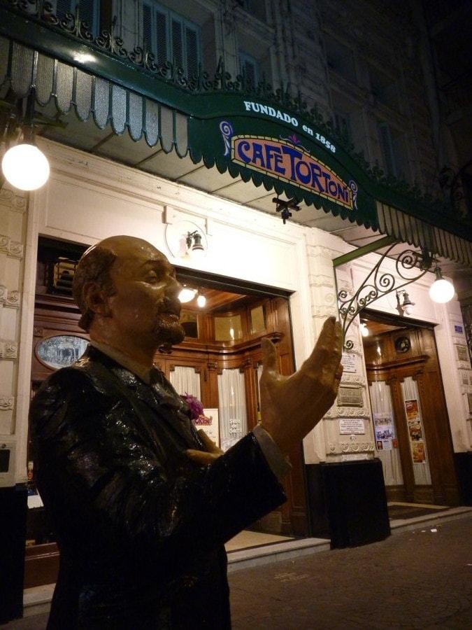 Fechada_Cafe_Tortoni_Buenos_Aires