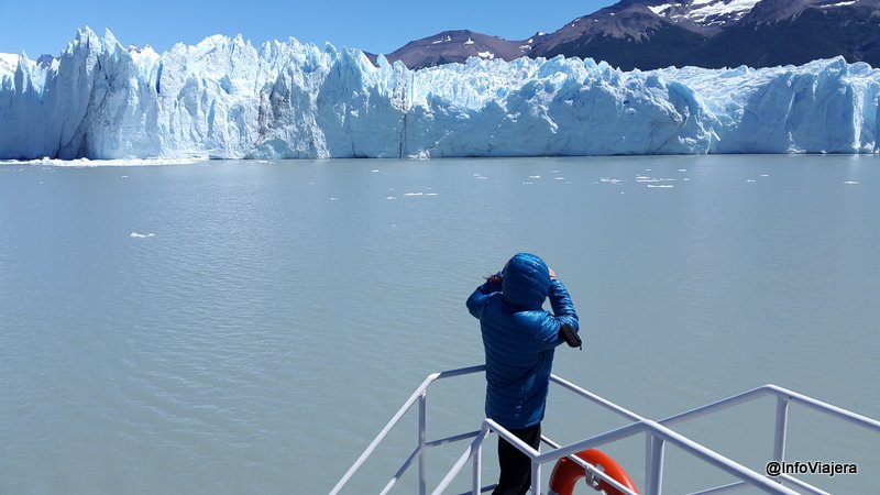 Parque_Nacional_Los_Glaciares_Navegacion_Safari_Nautico_Persona_Mirando_Pared