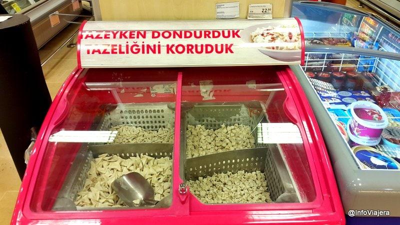 Pastas_Congeladas_Granel_Supermercado_Fethiye_Turquia