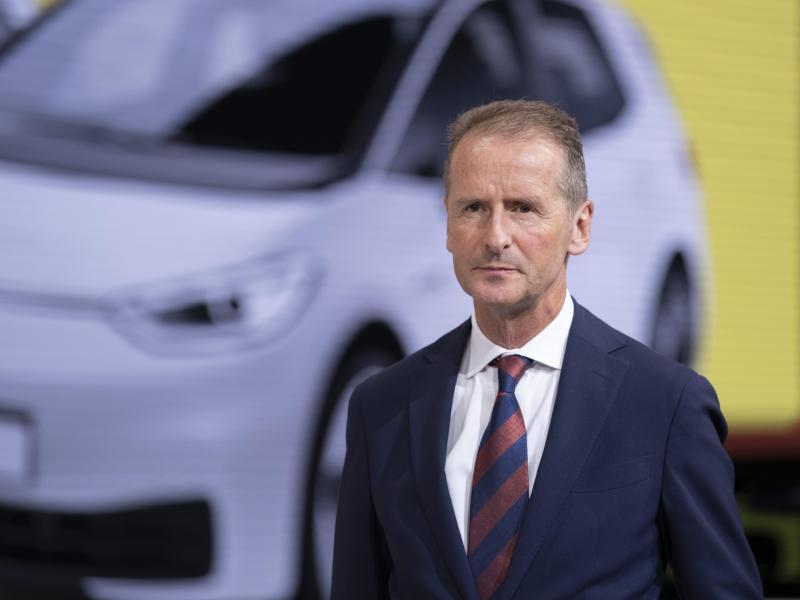 VW-Konzernchef Herbert Diess gibt die Führung der Kernmarke ab. Foto: Silas Stein/dpa