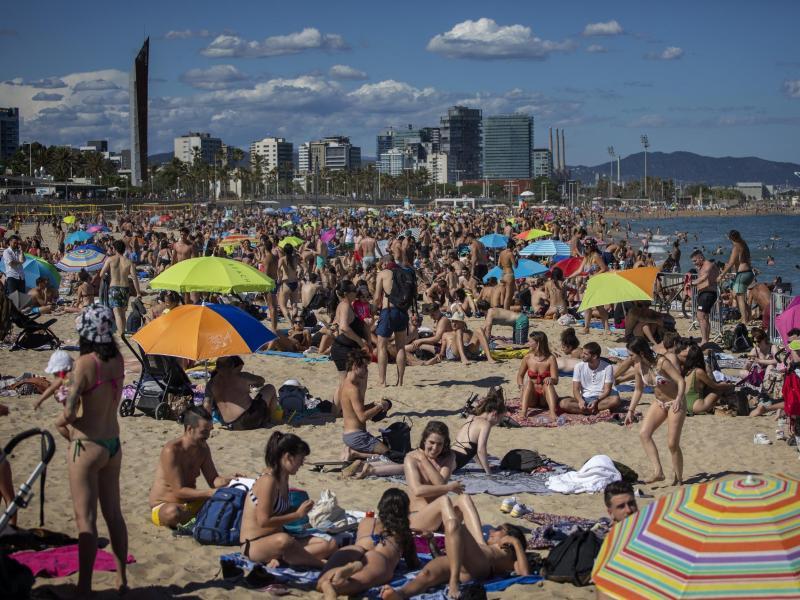 Urlauber aus Deutschland können wieder zu beliebten Zielen in Europa aufbrechen. Foto: Emilio Morenatti/AP/dpa